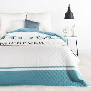 Biely prehoz na posteľ s nápisom HOME
