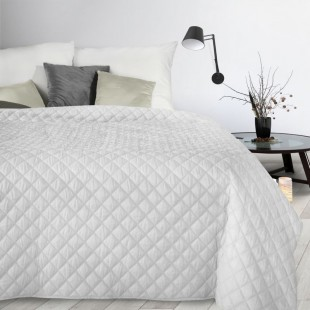 Biely dekoračný  mäkký prehoz na posteľ