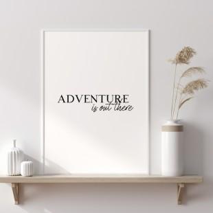 Minimalistický plagát na stenu s nápisom Adventure is out there