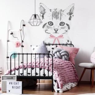 Detská nálepka na stenu s motívom mačiatka s ružovou mašľou na krku