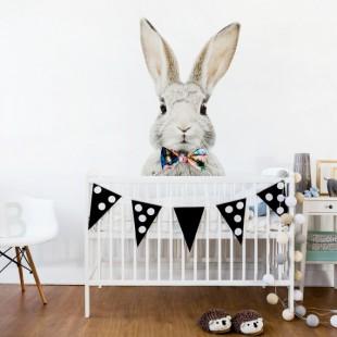 Detská nálepka na stenu s motívom králika Štefana s farebnou mašľou na krku