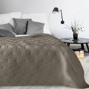 Tmavobéžový mäkký prehoz na posteľ
