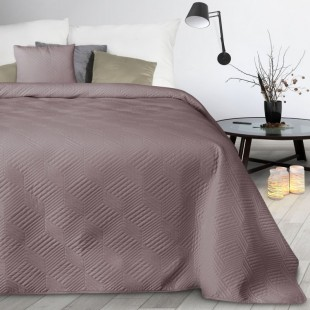 Ružový mäkký prešívaný prehoz na posteľ