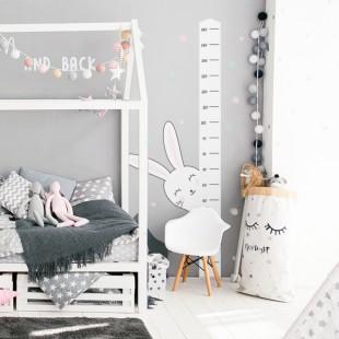 Detská nálepka na stenu s motívom metra na meranie výšky s králikom Oliverom