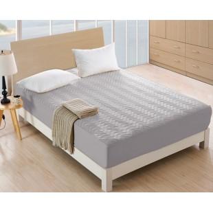Sivý prešívaný napínací chráníč na matrac