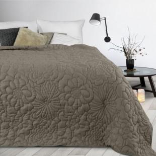 Tmavobéžový prehoz na posteľ s kvetinovým vzorom