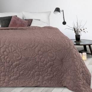Ružový prehoz na posteľ s kvetinovým vzorom