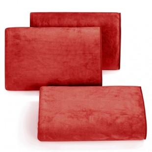 Rýchloschnúci červený uterák do kúpeľne