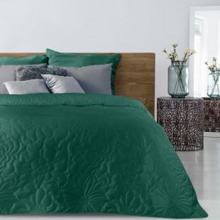 Zelený zamatový prehoz na posteľ s kvetinovým vzorom
