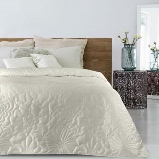 Krémový zamatový prehoz na posteľ s kvetinovým vzorom