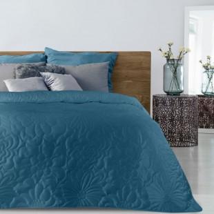 Modrý mäkký prehoz na posteľ s kvetinovým vzorom