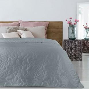 Tmavosivý zamatový prehoz na posteľ s kvetinovým vzorom