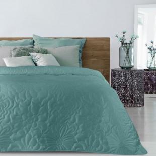 Svetlotyrkysový zamatový prehoz na posteľ s kvetinovým vzorom