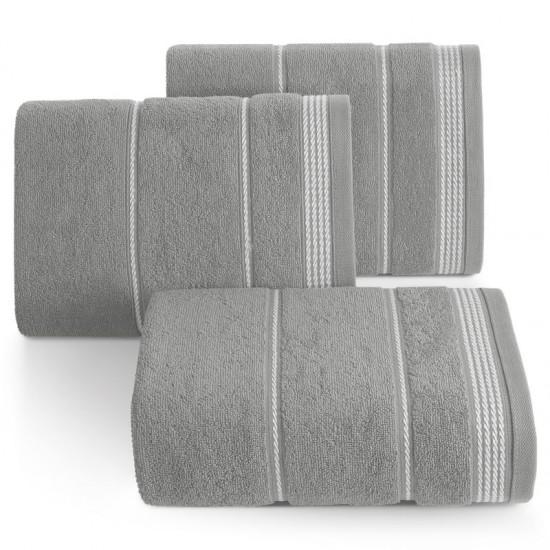 Sivý bavlnený uterák s ozdobným vzorom