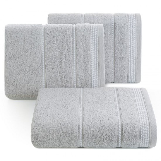 Strieborný bavlnený uterák s ozdobným vzorom