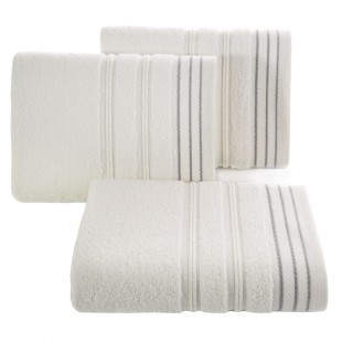 Bavlnená krémová osuška s elegantnou ozdobnou aplikáciou