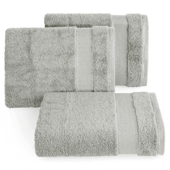 Strieborná jednofarebná bavlnená osuška s elegantnou aplikáciou