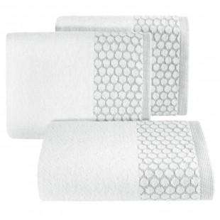 Biely bavlnený uterák s ozdobenou časťou