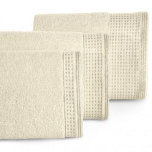 Béžový uterák z bavlny so zlatou ozdobnou časťou