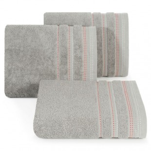 Svetlo šedá jednofarebná osuška z česanej bavlny