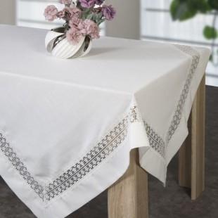 Biely dekoračný obrus s kvetinovým vzorom