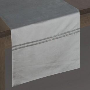 Sivý dekoračný behúň so striebornou dekoráciou