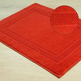 Červený mäkký kúpeľňový koberček