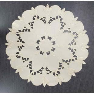Okrúhly krémový dekoračný obrus so vzorom