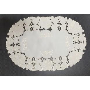Krémový dekoračný obrus so vzorom