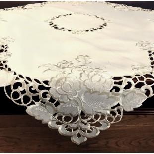 Krémový dekoračný obrus s kvetinovým motívom