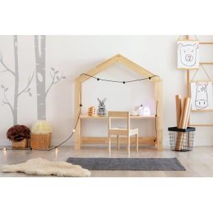 Drevený detský kútik v tvare domčeka