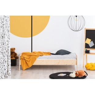 Drevená detská posteľ z borovicového dreva