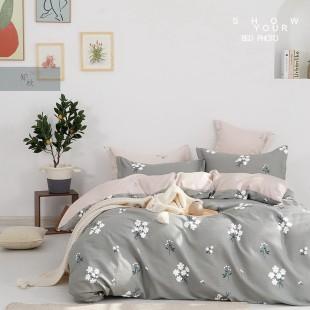Sivá obojstranná posteľná obliečka zo saténovej bavlny s motívom kvetov