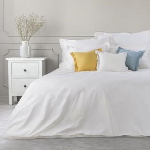 Biely dekoračný prehoz na posteľ zo saténovej bavlny