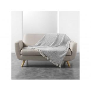 Sivo-biela vzorovaná deka so strapčekmi
