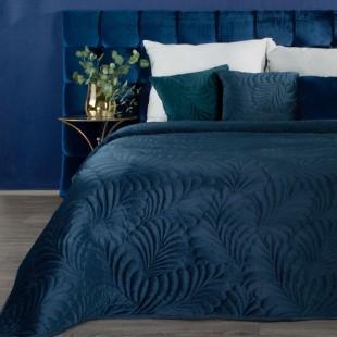 Tmavomodrý zamatový prehoz na posteľ so vzorom