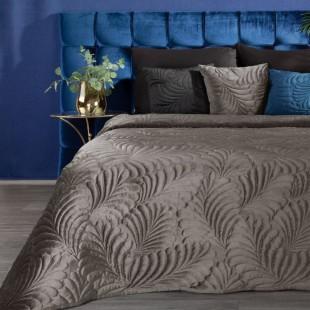 Tmavobéžový zamatový prehoz na posteľ so vzorom