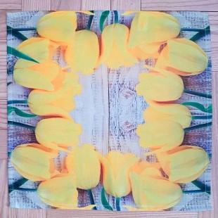 Béžovo-žltý obrus s motívom tulipánov 40x40