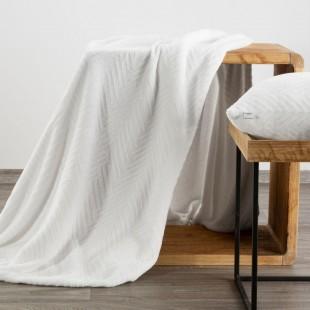 Biela mäkká deka so vzorom