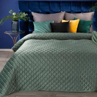 Jemný zelený zamatový prehoz na posteľ