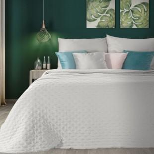 Biely dekoračný prehoz na posteľ s prešívaním