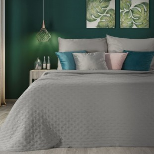 Sivý dekoračný prehoz na posteľ s prešívaním