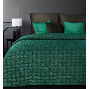 Zelený zamatový prehoz na posteľ so vzorom