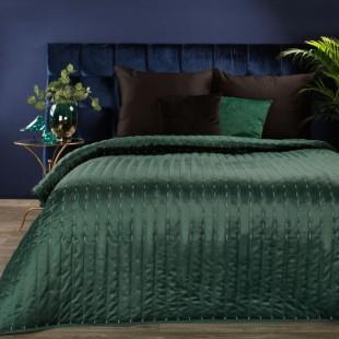 Zelený zamatový prehoz na posteľ s prešívaním