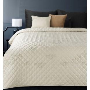Krémový zamatový prehoz na posteľ so vzormi