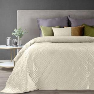 Krémový zamatový prehoz na posteľ s jemným vzorom