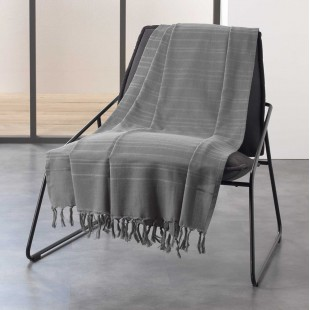 Sivá bavlnená deka so strapčekmi