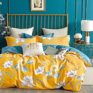 Žlto-modrá posteľná obliečka z bavlneného saténu s kvetmi