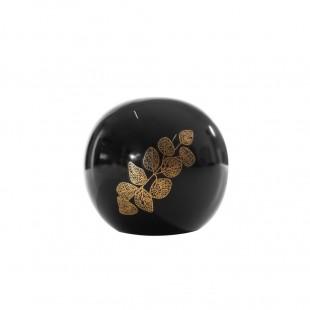 Čierna dekoračná guľa s rastlinným motívom