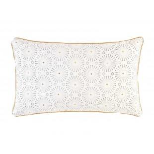 Biely zamatový dekoračný vankúš so zlatým vzorom